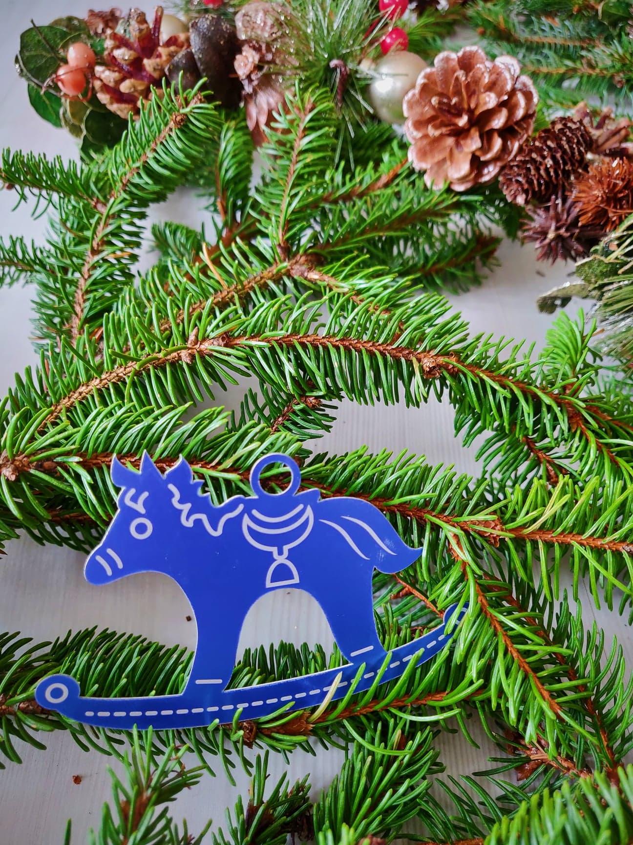 Décoration K015-OR02 Kssiope cheval à bascule bleu