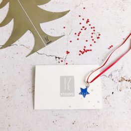 Ornement K066 kssiope - fil rouge etoile bleue